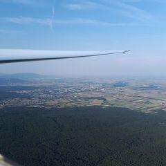 Flugwegposition um 15:34:55: Aufgenommen in der Nähe von Gemeinde Matzendorf-Hölles, Österreich in 880 Meter