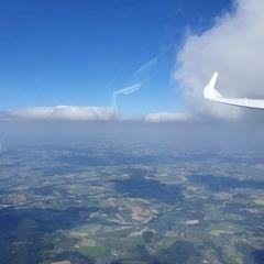Flugwegposition um 14:37:01: Aufgenommen in der Nähe von Rottal-Inn, Deutschland in 2118 Meter