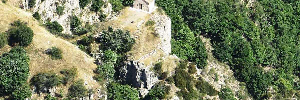 Flugwegposition um 12:28:14: Aufgenommen in der Nähe von Département Alpes-de-Haute-Provence, Frankreich in 1704 Meter
