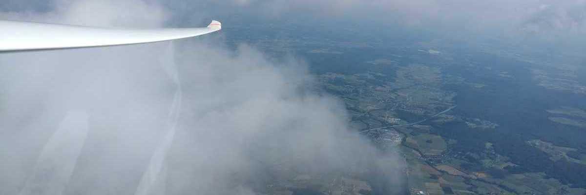 Flugwegposition um 12:10:33: Aufgenommen in der Nähe von Gemeinde Kaindorf bei Hartberg, 8224 Kaindorf bei Hartberg, Österreich in 2021 Meter