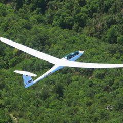 Flugwegposition um 12:16:17: Aufgenommen in der Nähe von Département Alpes-de-Haute-Provence, Frankreich in 1670 Meter