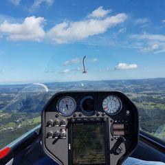 Flugwegposition um 10:28:29: Aufgenommen in der Nähe von Gemeinde Alberndorf in der Riedmark, Österreich in 1037 Meter