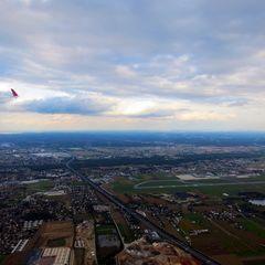 Flugwegposition um 14:23:48: Aufgenommen in der Nähe von Pirka, Österreich in 587 Meter