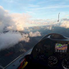 Flugwegposition um 15:56:34: Aufgenommen in der Nähe von Innsbruck, Österreich in 2499 Meter