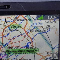 Flugwegposition um 08:18:11: Aufgenommen in der Nähe von Gemeinde Weikersdorf am Steinfelde, Weikersdorf am Steinfelde, Österreich in 971 Meter