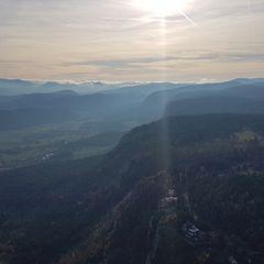 Flugwegposition um 13:32:33: Aufgenommen in der Nähe von Gemeinde Markt Piesting, Österreich in 1005 Meter