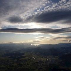 Flugwegposition um 13:57:47: Aufgenommen in der Nähe von Gemeinde Bad Fischau-Brunn, Österreich in 1563 Meter