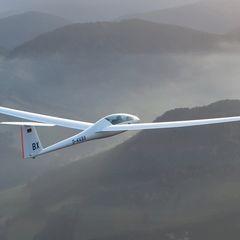 Flugwegposition um 14:20:33: Aufgenommen in der Nähe von Gemeinde Höflein an der Hohen Wand, Österreich in 1357 Meter