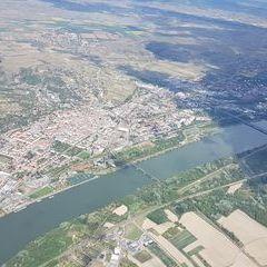 Flugwegposition um 12:06:27: Aufgenommen in der Nähe von Gemeinde Mautern an der Donau, Mautern an der Donau, Österreich in 1707 Meter