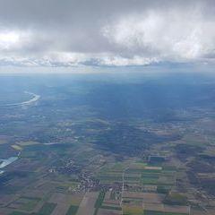 Flugwegposition um 13:48:11: Aufgenommen in der Nähe von Gemeinde Fels am Wagram, Österreich in 2177 Meter
