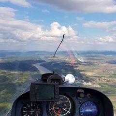Flugwegposition um 14:40:27: Aufgenommen in der Nähe von Gemeinde Zwentendorf an der Donau, Österreich in 875 Meter