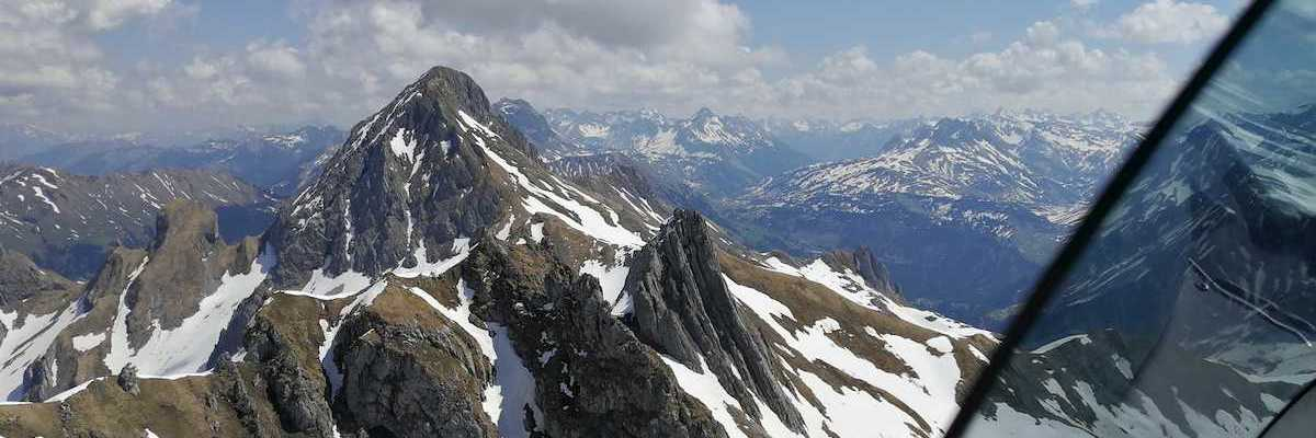 Flugwegposition um 10:13:43: Aufgenommen in der Nähe von Gemeinde Sonntag, Österreich in 2325 Meter