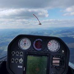 Flugwegposition um 14:42:49: Aufgenommen in der Nähe von Gemeinde Eidenberg, Österreich in 1374 Meter