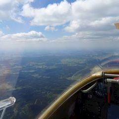 Flugwegposition um 11:57:01: Aufgenommen in der Nähe von Okres Domažlice, Tschechien in 2001 Meter