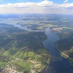 Flugwegposition um 13:00:41: Aufgenommen in der Nähe von Okres Český Krumlov, Tschechien in 1827 Meter