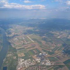 Flugwegposition um 15:15:25: Aufgenommen in der Nähe von Tulln an der Donau, Österreich in 1831 Meter
