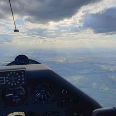 Flugwegposition um 16:42:49: Aufgenommen in der Nähe von Gemeinde Zillingtal, Zillingtal, Österreich in 1551 Meter
