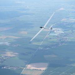 Flugwegposition um 11:57:33: Aufgenommen in der Nähe von Okres Hradec Králové, Tschechien in 1783 Meter