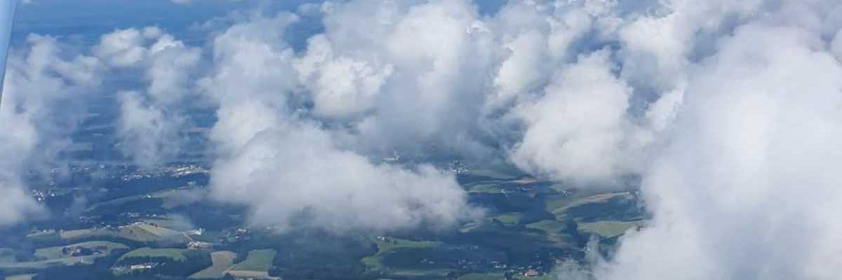Flugwegposition um 09:05:28: Aufgenommen in der Nähe von Gemeinde Rainbach im Innkreis, Österreich in 1371 Meter