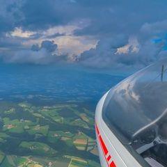 Flugwegposition um 12:46:36: Aufgenommen in der Nähe von Gemeinde Floing, Österreich in 1643 Meter