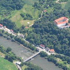 Flugwegposition um 10:50:14: Aufgenommen in der Nähe von Gemeinde Mureck, 8480 Mureck, Österreich in 1296 Meter