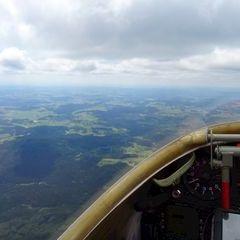 Flugwegposition um 12:11:16: Aufgenommen in der Nähe von Okres Český Krumlov, Tschechien in 2136 Meter