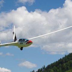 Flugwegposition um 11:11:49: Aufgenommen in der Nähe von Gemeinde Himmelberg, Himmelberg, Österreich in 1246 Meter
