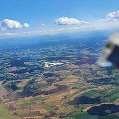 Flugwegposition um 14:38:15: Aufgenommen in der Nähe von Gemeinde Senftenbach, Österreich in 1438 Meter