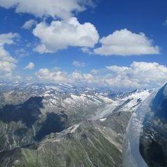 Flugwegposition um 13:55:48: Aufgenommen in der Nähe von Gemeinde Neukirchen am Großvenediger, Österreich in 3392 Meter