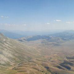 Flugwegposition um 15:10:11: Aufgenommen in der Nähe von 62039 Castel Sant'angelo Sul Nera MC, Italien in 2352 Meter