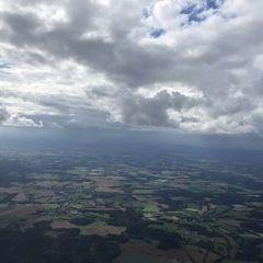 Flugwegposition um 13:51:57: Aufgenommen in der Nähe von Okres Jihlava, Tschechien in 1964 Meter
