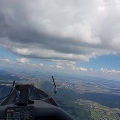 Flugwegposition um 11:29:28: Aufgenommen in der Nähe von Gemeinde Waldegg an der Piesting, Österreich in 1694 Meter