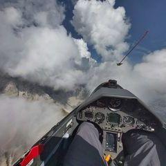 Flugwegposition um 13:45:00: Aufgenommen in der Nähe von Innsbruck, Österreich in 2325 Meter