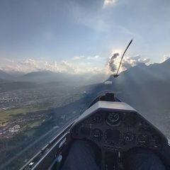 Flugwegposition um 16:02:30: Aufgenommen in der Nähe von Gemeinde Thaur, Thaur, Österreich in 1131 Meter