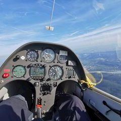 Flugwegposition um 14:52:53: Aufgenommen in der Nähe von Krems an der Donau, Österreich in 1400 Meter