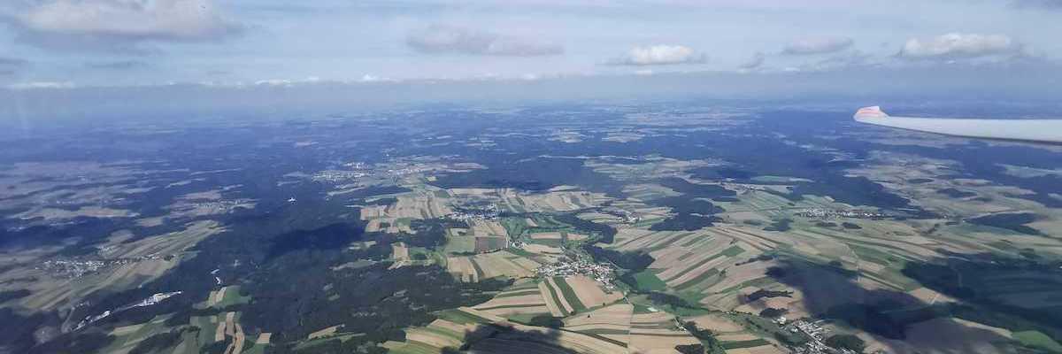 Flugwegposition um 11:26:54: Aufgenommen in der Nähe von Gemeinde Lichtenau im Waldviertel, Österreich in 1688 Meter