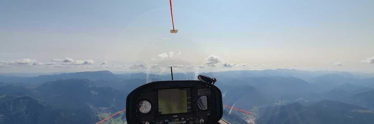 Flugwegposition um 12:03:51: Aufgenommen in der Nähe von Gemeinde Mariazell, 8630 Mariazell, Österreich in 1985 Meter