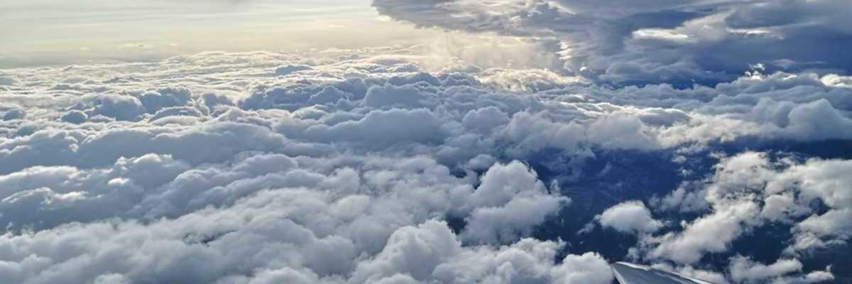 Flugwegposition um 15:37:47: Aufgenommen in der Nähe von Gemeinde St. Michael im Lungau, 5582, Österreich in 4598 Meter