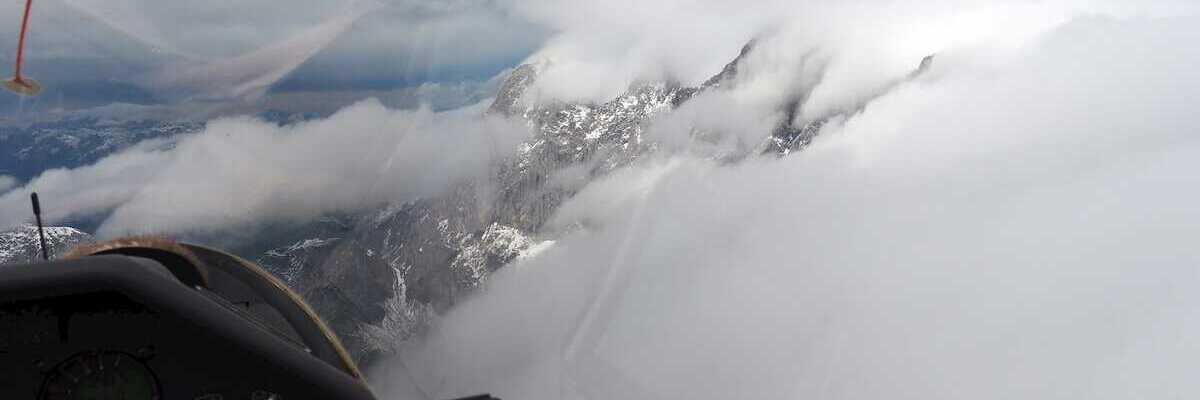Flugwegposition um 09:39:08: Aufgenommen in der Nähe von Gemeinde Gosau, Österreich in 3033 Meter