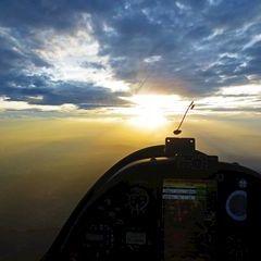 Flugwegposition um 15:41:57: Aufgenommen in der Nähe von Gemeinde Thal, Österreich in 1182 Meter