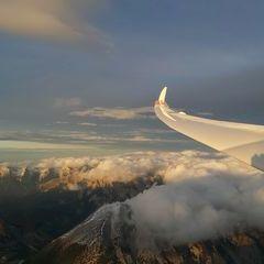 Flugwegposition um 15:53:53: Aufgenommen in der Nähe von Gemeinde Zirl, Zirl, Österreich in 3331 Meter