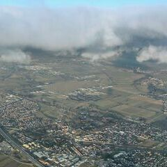 Flugwegposition um 15:53:32: Aufgenommen in der Nähe von Gemeinde Leobersdorf, Leobersdorf, Österreich in 1421 Meter
