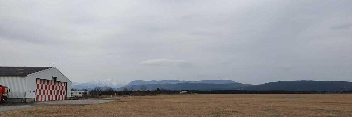 Flugwegposition um 11:10:29: Aufgenommen in der Nähe von Wiener Neustadt, Österreich in 220 Meter