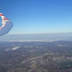 Flugwegposition um 15:22:10: Aufgenommen in der Nähe von Gemeinde Klausen-Leopoldsdorf, Österreich in 1333 Meter