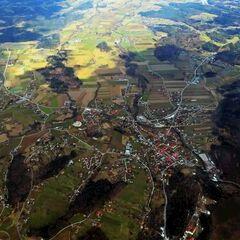 Flugwegposition um 13:08:37: Aufgenommen in der Nähe von Gemeinde Wielfresen, Wielfresen, Österreich in 2030 Meter
