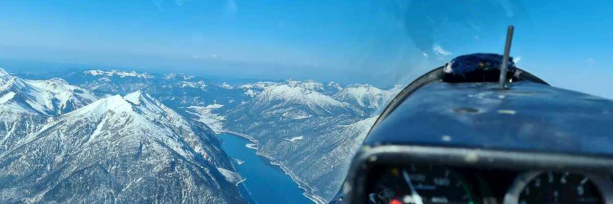 Flugwegposition um 14:02:22: Aufgenommen in der Nähe von Gemeinde Stans, Österreich in 2711 Meter