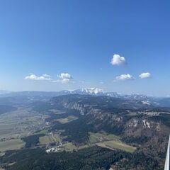 Flugwegposition um 09:39:48: Aufgenommen in der Nähe von Gemeinde Markt Piesting, Österreich in 1064 Meter