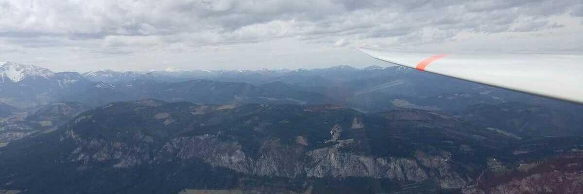Verortung via Georeferenzierung der Kamera: Aufgenommen in der Nähe von Gemeinde Winzendorf-Muthmannsdorf, Österreich in 1600 Meter