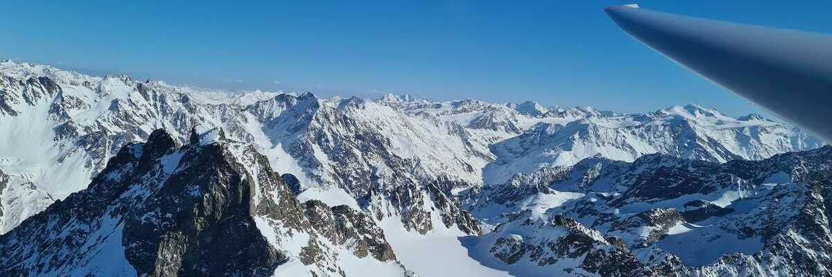 Flugwegposition um 14:46:15: Aufgenommen in der Nähe von Gemeinde Kaunertal, Österreich in 3324 Meter