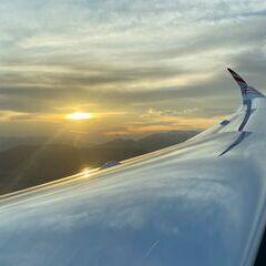Flugwegposition um 16:56:41: Aufgenommen in der Nähe von Gemeinde Ternitz, Österreich in 1247 Meter